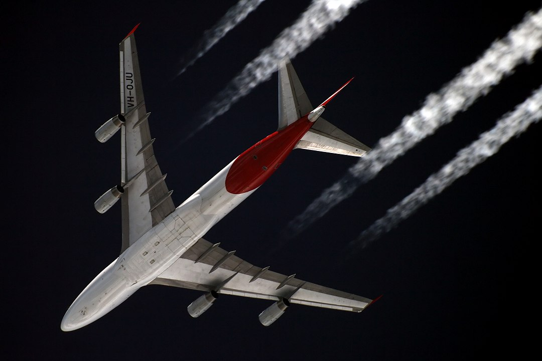 A Qantas Boeing 747-400 flying at approximately 11,000 metres (cc Starbeyevo Kustov)
